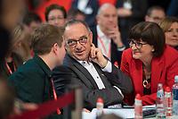 DEU, Deutschland, Germany, Berlin, 06.12.2019: Der Juso-Bundesvorsitzende Kevin Kühnert und die beiden neu gewählten SPD-Parteivorsitzenden Norbert Walter-Borjans und Saskia Esken beim Bundesparteitag der SPD im CityCube. Kühnert wurde auf dem Parteitag zu einem der stellvertretenden SPD-Parteivorsitzenden gewählt.