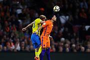 AMSTERDAM, NEDERL&Auml;NDERNA - 2017-10-10: Ola Toivonen i Sverige  och Karim Rekik i Nederl&auml;nderna k&auml;mpar om bollen under FIFA 2018 World Cup Qualifier mellan Nederl&auml;nderna och Sverige p&aring; Amsterdam ArenA den 10 oktober, 2017 i Amsterdam, Nederl&auml;nderna. <br /> Foto: Nils Petter Nilsson/Ombrello<br /> ***BETALBILD***