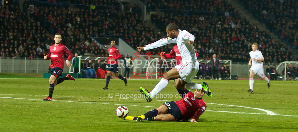 LILLE, FRANCE - Thursday, March 11, 2010: Liverpool's Ryan Babel is thwarted by a LOSC Lille Metropole defender during the UEFA Europa League Round of 16 1st Leg match at the Stadium Lille-Metropole. (Photo by David Rawcliffe/Propaganda)