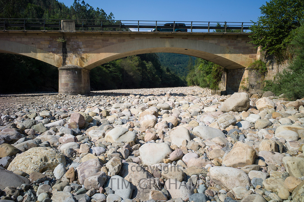 Drought and dried up riverbed of the Rio Saja, Saja River, at Barcenillas in Valle de Cabuerniga, Cantabria, Spain