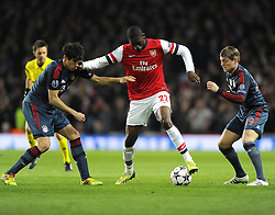 Arsenal's Yaya Sanogo battles for the ball with Bayern Munich's Javi Martinez and Bayern Munich's Toni Kroos - Photo mandatory by-line: Joe Meredith/JMP - Tel: Mobile: 07966 386802 19/02/2014 - SPORT - FOOTBALL - London - Emirates Stadium - Arsenal v Bayern Munich - Champions League - Last 16 - First Leg