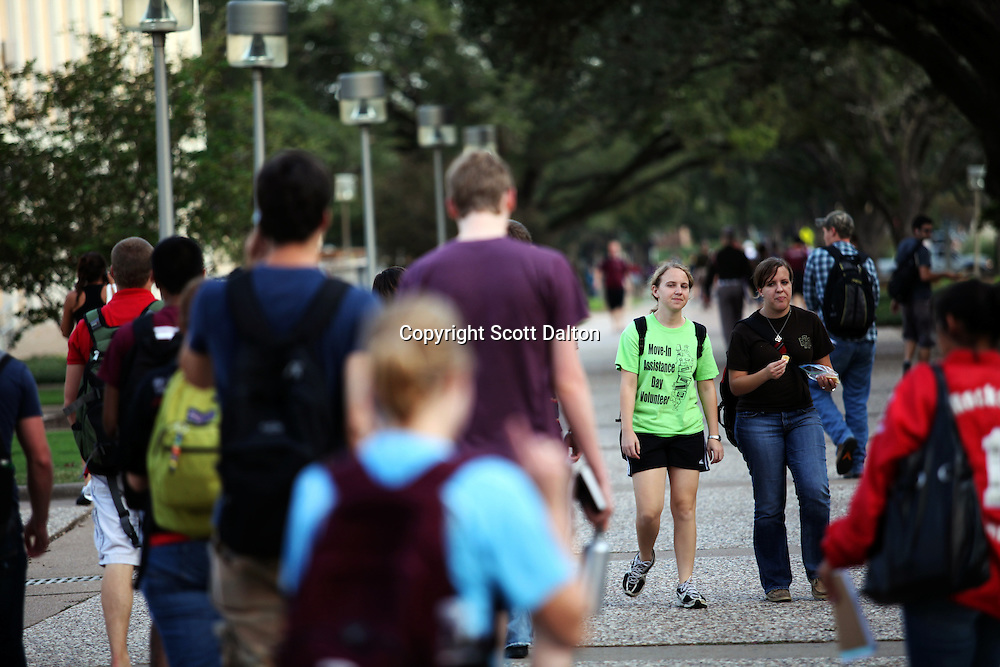 Students come and go from classes on the campus of the Texas A&M University on Tuesday, October 6, 2009. (Photo/Scot Dalton)