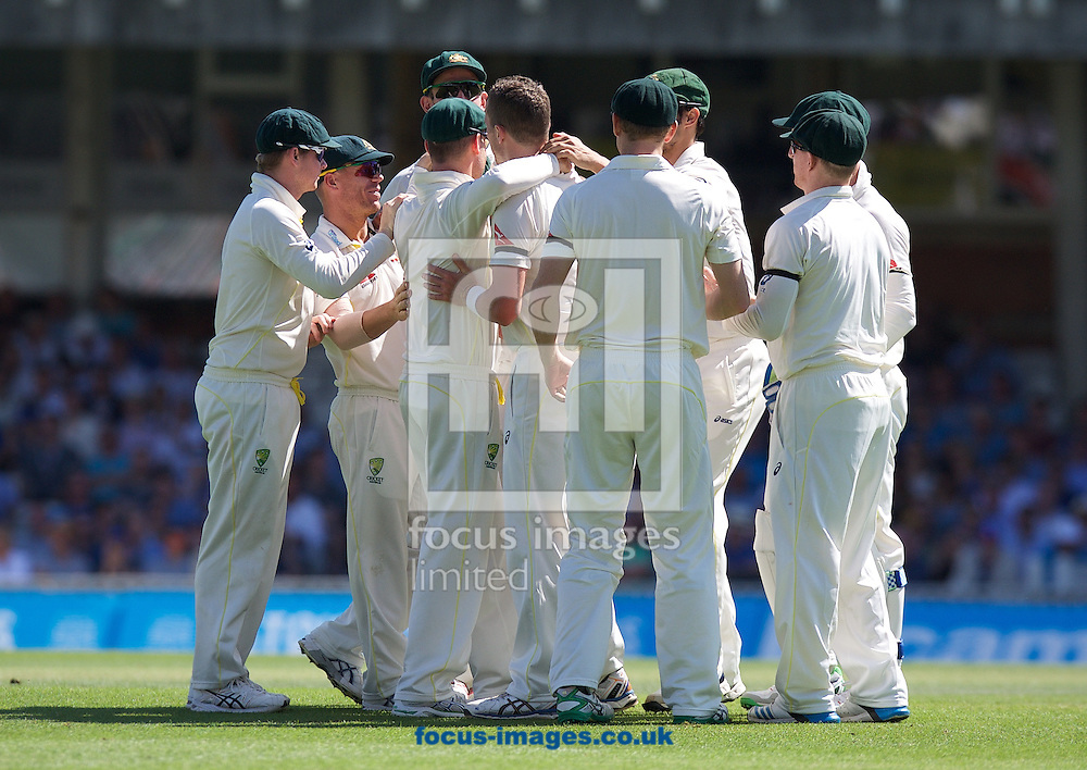 Bowler Peter Siddle of Australia  (middle)celebrates taking the wicket of Adam Lyth of England with his team mates during the 5th Investec Ashes Test Match match at the Kia Oval, London<br /> Picture by Alan Stanford/Focus Images Ltd +44 7915 056117<br /> 22/08/2015