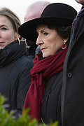 Prinses Margriet bij het herdekinsmunument naast het Watersnoodmuseum tijdens de Nationale Herdenking van de Watersnoodramp. Het is dit jaar 65 jaar geleden dat 1836 mensen het leven lieten door de Watersnoodramp van 1953. <br /> <br /> Princess Margriet at the rediscovery next to the Watersnoodmuseum during the National Commemoration of the flood disaster. It is 65 years ago this year that 1836 people were killed in the flood of 1953.<br /> <br /> OP ce foto / On the photo: Officiele herdenking / Official moment