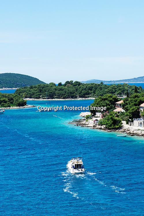 L'appel des îles. A seulement 30 mn de bateau Solta est le refuge des splitois en quête de tranquilité.