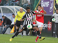 Portugal, FUNCHAL : Nacional´s Brazilian midfielder Diego  (L )  vies with Benfica's Uruguayan midfielder Urreta (r) during Portuguese League football match Nacional vs Benfica at Madeira Stadium in Funchal on February 10, 2013.  PHOTO/ GREGORIO CUNHA..
