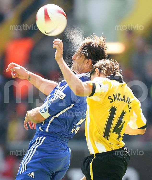 Fussball   1. Bundesliga   Saison 2006/2007   33. Spieltag Borussia Dortmund - FC Schalke 04             Marcelo BORDON (li, Schalke) gegen Ebi SMOLAREK (re, Dortmund)