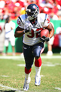 KANSAS CITY, MO - SEPTEMBER 26:  Running back Jonathan Wells of the Houston Texans rushed for 37 yards against the Kansas City Chiefs at Arrowhead Stadium on September 26, 2004 in Kansas City, Missouri. The Texans defeated the Chiefs 24-21. ©Paul Anthony Spinelli *** Local Caption *** Jonathan Wells