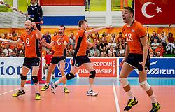 25-09-2016 NED: EK Kwalificatie Nederland - Turkije, Koog aan de Zaan<br /> Nederland plaatst zich voor het EK in Polen door Turkije met 3-1 te verslaan / Daan van Haarlem #1, Jasper Diefenbach #6, Wouter ter Maat #16