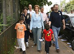 A candidata ao governo do Estado do RS, Yeda Crusius durante sua votação na zona 113, seção 89, em Porto Alegre, neste domingo 1 de outubro de 2006. FOTO: JEFFERSON BERNARDES/PREVIEW.COM