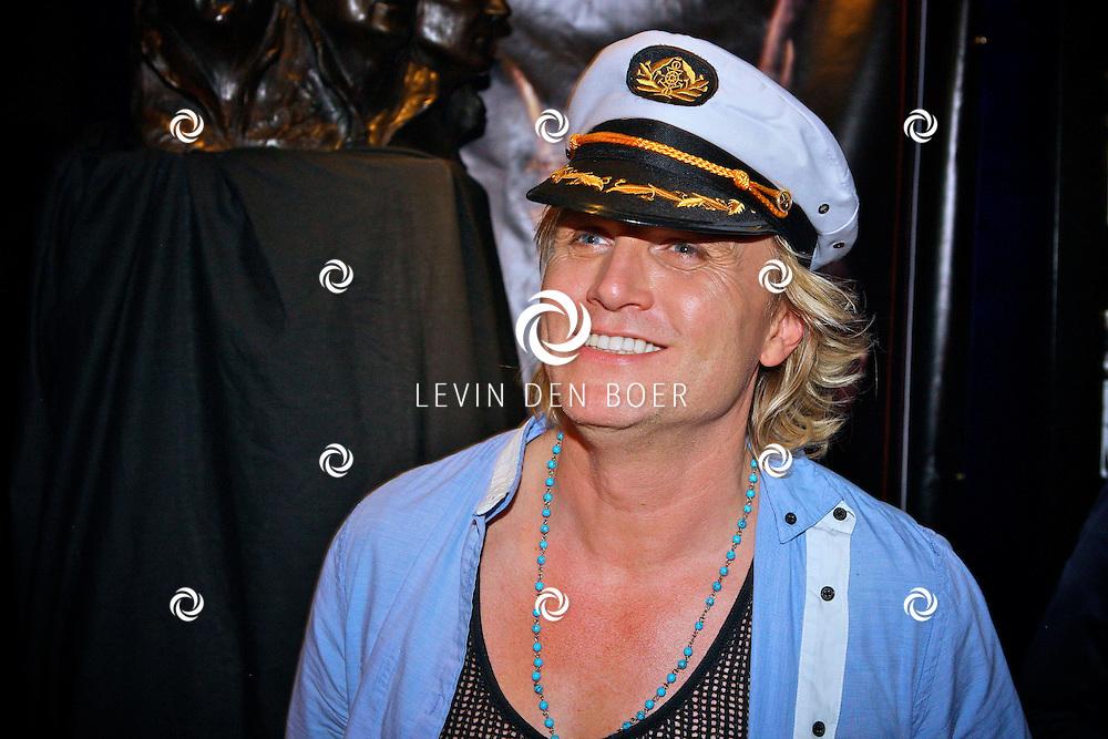 AMSTERDAM - Na het grote Toppers concert mochten de VIPS over de rode loper naar het VIP feest.  Met op de foto illusionist Hans Klok. FOTO LEVIN DEN BOER - PERSFOTO.NU