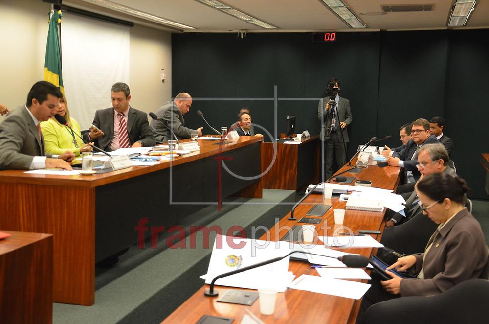 Brasilia (DF), 20/08/2014 -DF -  CAMARA / ÉTICA - O Conselho de Ética da Câmara reúne-se nesta quarta-feira, para discussão e votação do parecer do Deputado Federal Julio Delgado, Relator do Processo N* 13/14, referente Á Representação N*25/14 em desfavor do Deputado Federal André Vargas [PR-Sem Partido] Na foto: O Deputado Federal Julio Delgado [PSB-MG] relator do caso Andre Vargas [PR-sem Partido] durante conversa com o Deputado Federal Ricardo Izar [PSC-SP] Presidente do Conselho de Ética na Comissão da Câmara dos Deputados . Foto: Renato Costa / Frame