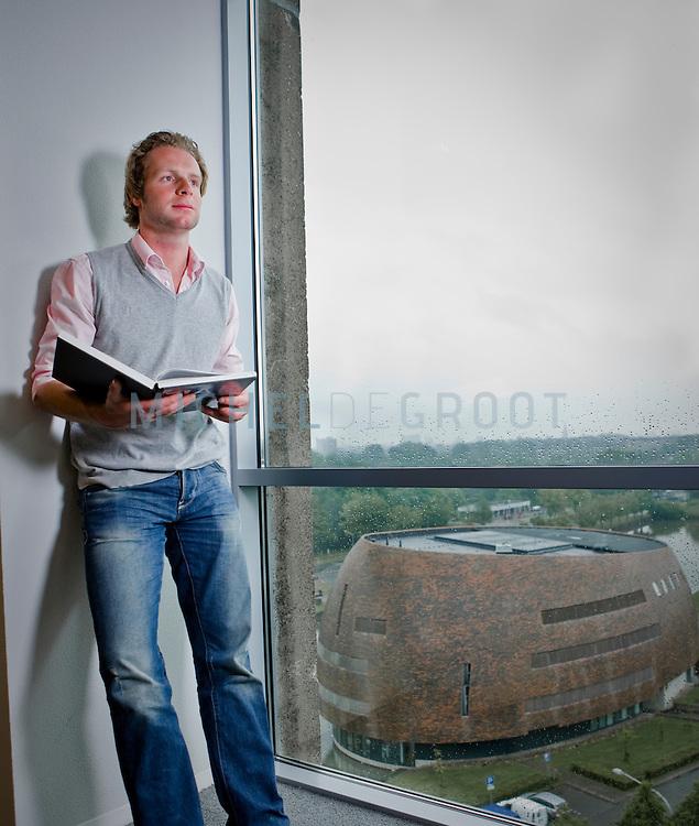 Coen Zieleman in het WSN gebouw in Groningen, The Netherlands op June  09, 2009. (photo by Michel de Groot)