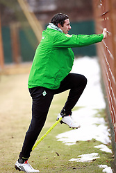 23.02.2010, Weserstadion, Bremen, GER,  1. FBL,  Werder Bremen, Training, im Bild Claudio Pizarro (Werder #24) im individuellen Training vor dem Mannschaftstraining.  EXPA Pictures © 2010, PhotoCredit: EXPA/ nph/  Arend / for Slovenia SPORTIDA PHOTO AGENCY.