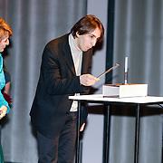 BEL/Brussel/20130319- Uitreiking Prinses Margriet Award 2013, uitreiken prijzen aan laueraten aan dirigent Yoel Gamzou
