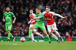 Lee Cattermole of Sunderland under pressure from Calum Chambers of Arsenal - Mandatory byline: Jason Brown/JMP - 07966386802 - 09/01/2016 - FOOTBALL - Emirates Stadium - London, England - Arsenal v Sunderland - The Emirates FA Cup