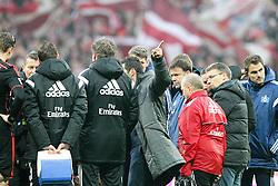 14.02.2015, Allianz Arena, Muenchen, GER, 1. FBL, FC Bayern Muenchen vs Hamburger SV, 21. Runde, im Bild Chef-Trainer Joe Zinnbauer (Hamburger SV) haelt eine Ansprache und zeigt zu den Fans // during the German Bundesliga 21th round match between FC Bayern Munich and Hamburger SV at the Allianz Arena in Muenchen, Germany on 2015/02/14. EXPA Pictures &copy; 2015, PhotoCredit: EXPA/ Eibner-Pressefoto/ Kolbert<br /> <br /> *****ATTENTION - OUT of GER*****