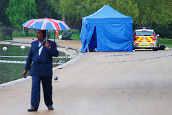 © licensed to London News Pictures. London, UK 07/04/2014. Police officers searching the Serpentine in Hyde Park found a body of a man in his 20s, drowned after taking a dip on Sunday afternoon of April 6, 2014. Photo credit: Tolga Akmen/LNP