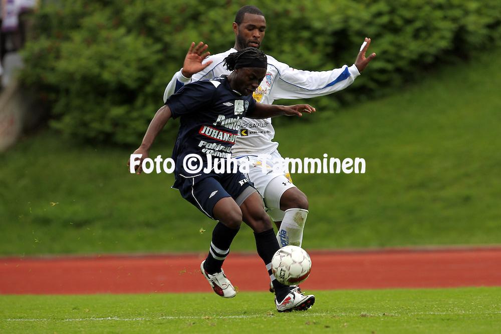 2.6.2011, Kauriala, H?meenlinna..Ykk?nen 2011, FC H?meenlinna - AC Oulu..Randy Edwini-Bonsu (AC Oulu) v Ozeias Graciano (FC Hml)..©Juha Tamminen.