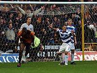 Fotball<br /> Championship England 2004/05<br /> Wolverhampton Wanderers v Queens Park Rangers<br /> 23. oktober 2004<br /> Foto: Digitalsport<br /> NORWAY ONLY<br /> CARL CORT CELEBRATES WOLVES 1ST GOAL AS MARCUS QPR SHOWS DEJECTION