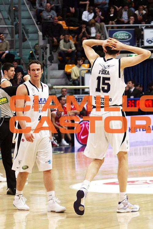 DESCRIZIONE : Bologna Lega A1 2008-09 Gmac Fortitudo Bologna Bancatercas Teramo<br /> GIOCATORE : Marcelo Huertas Gregor Fucka<br /> SQUADRA : Gmac Fortitudo Bologna<br /> EVENTO : Campionato Lega A1 2008-2009 <br /> GARA : Gmac Fortitudo Bologna Bancatercas Teramo<br /> DATA : 18/01/2009 <br /> CATEGORIA : delusione<br /> SPORT : Pallacanestro <br /> AUTORE : Agenzia Ciamillo-Castoria/L.Villani<br /> Galleria : Lega Basket A1 2008-2009 <br /> Fotonotizia : Bologna Campionato Italiano Lega A1 2008-2009 Gmac Fortitudo Bologna Bancatercas Teramo<br /> Predefinita :