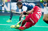 ANTWERP -    Loïck Luypaert (r) tries to score during  the quarterfinal hockeymatch   Belgium vs France.   WSP COPYRIGHT KOEN SUYK