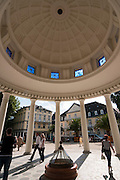 Hylliger Born, Brunnenplatz, Eingang Wandelhalle, Bad Pyrmont, Weserbergland, Niedersachsen, Deutschland.| .pump room, Bad Pyrmont Spa, Weserbergland, Lower Saxony, Germany.