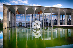 Palácio do Itamaraty - edifício sede do Ministério das Relações Exteriores com a escultura Meteoro de Bruno Giorgi. FOTO: Jefferson Bernardes/ Agência Preview