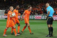 FOOTBALL - FIFA WORLD CUP 2010 - FINAL - SPAIN vs NETHERLANDS - JOHANNESBURG 11/07/2010 - WESLEY SNEIJDER (NED) - ELJERO ELIA (NED) - JORIS MATHIJSEN (NED) - HOWARD WEBB (REFEREE)<br /> PHOTO FRANCK FAUGERE / DPPI