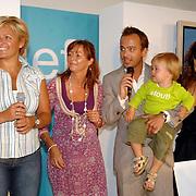 NLD/Amstelveen/20070524 - Presentatie LIEF kledinglijn, Caroline Tensen, Geert Hoes en Yvonne Woudstra en Manuela Sep