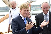 Koning Willem-Alexander opent 30e HISWA te water en het HISWA Nautisch Centrum in de nieuwe jachthaven Amsterdam Marina aan het IJ.HISWA te water richt zich op de watersporter in de meest brede zin van het woord. Zo kunnen bezoekers onder andere nieuwe zeiljachten, motorjachten, en sportboten bekijken.<br /> <br /> King Willem-Alexander opens 30th HISWA Amsterdam in-water and the Nautical Centre in the new marina at the Amsterdam Marina IJ.HISWA to water focuses on water sports in the broadest sense of the word. Visitors can include new sailing yachts, motor yachts and sport boats view.<br /> <br /> Op de foto:  Aankomst Koning Willem Alexander / Arrival King Willem Alexander