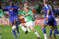 Fotball<br /> VM-kvalifisering<br /> Irland v Frankrike<br /> 07.09.2005<br /> Foto: Dppi/Digitalsport<br /> NORWAY ONLY<br /> <br /> PATRICK VIEIRA (FRA) / GARY DOHERTY (IRE)
