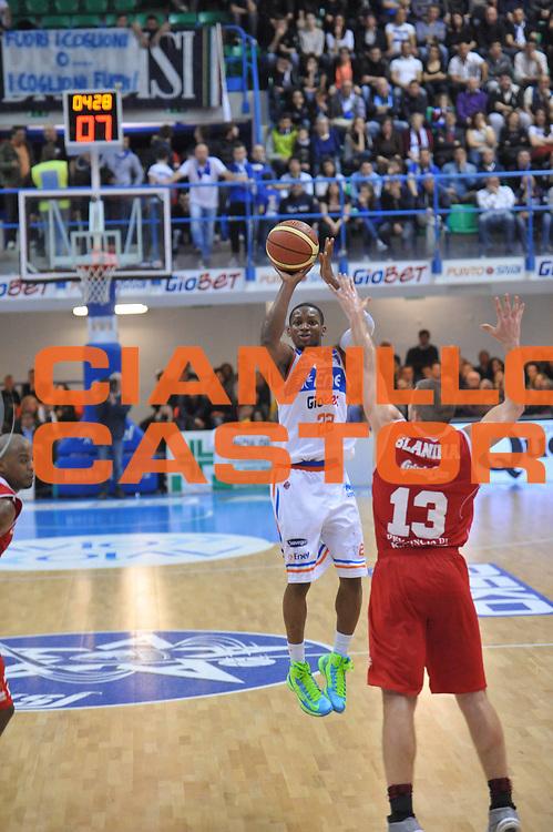 DESCRIZIONE : Brindisi Lega A 2012-13 Enel Brindisi Trenkwalder Reggio Emilia<br /> GIOCATORE : Jonathan Gibson<br /> CATEGORIA : Tiro<br /> SQUADRA : Enel Brindisi<br /> EVENTO : Campionato Lega A 2012-2013 <br /> GARA : Enel Brindisi Trenkwalder Reggio Emilia<br /> DATA : 01/04/2013<br /> SPORT : Pallacanestro <br /> AUTORE : Agenzia Ciamillo-Castoria/V.Tasco<br /> Galleria : Lega Basket A 2012-2013  <br /> Fotonotizia : Brindisi Lega A 2012-13 Enel Brindisi Trenkwalder Reggio Emilia