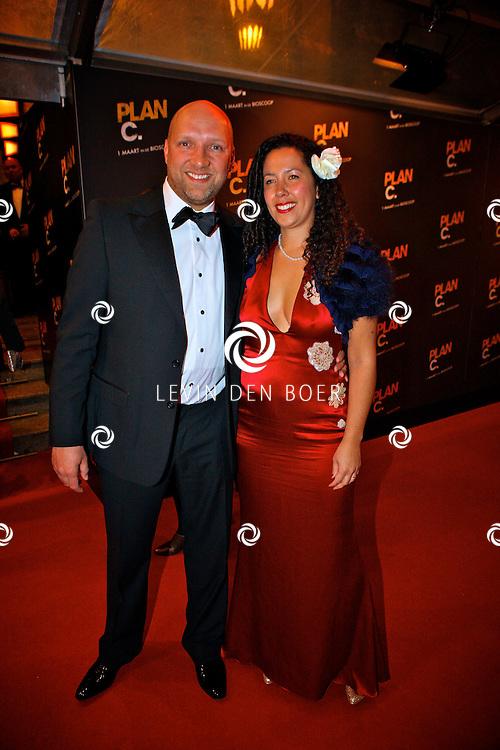 AMSTERDAM - In het Tuschinski Theater is de Nederlandse speelfilm Plan C in premiere gegaan.  Met op de foto acteur en hoofdrolspeler Ruben van der Meer met partner Sally. FOTO LEVIN DEN BOER - PERSFOTO.NU