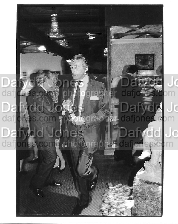 Duke of Beaufort. Grosvenor House Antiques Fair. London. June 1988. © Copyright Photograph by Dafydd Jones 66 Stockwell Park Rd. London SW9 0DA Tel 020 7733 0108 www.dafjones.com