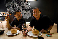 Des cadres indonesiens degustent une bouteille de vin espagnol a Cork and Screw in bar a vins du mall Plaza Indonesia dans le centre de Jakarta.   Indonesian executives enjoy a bottle of Spanish wine at Cork and Screw in Plaza Indonesia mall, Central Jakarta.