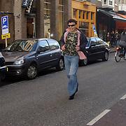 NLD/Amsterdam/20070308 - Stilettorun 2007 Amsterdam, verslaggever SBS Shownieuws rennend op hoge hakken