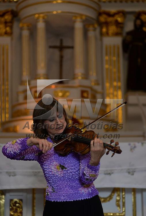 Metepec, México.- Irina Borenko ofreció un Concierto de Violín en la Capilla del Espíritu Santo como parte de las actividades del Festival Internacional de Arte y Cultura Quimera 2014. Agencia MVT / Crisanta Espinosa