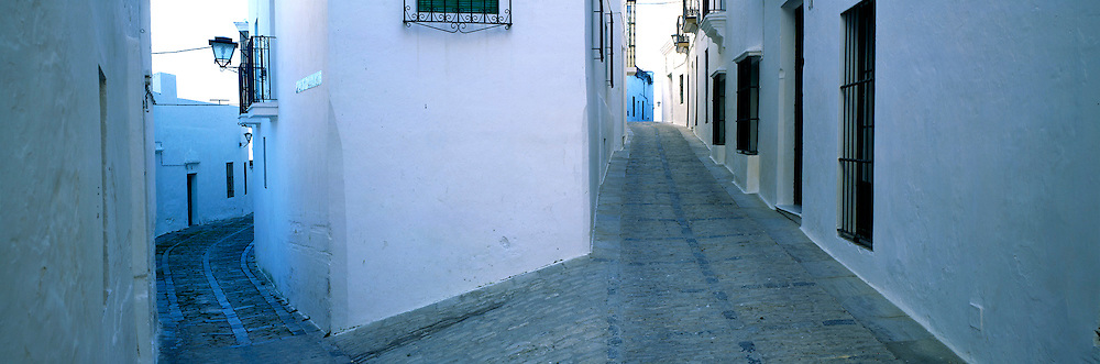 SPAIN, ANDALUSIA VEJER DE LA FRONTERA; near Cadiz, a traditional Moorish style village or 'pueblo blanco' with narrow streets