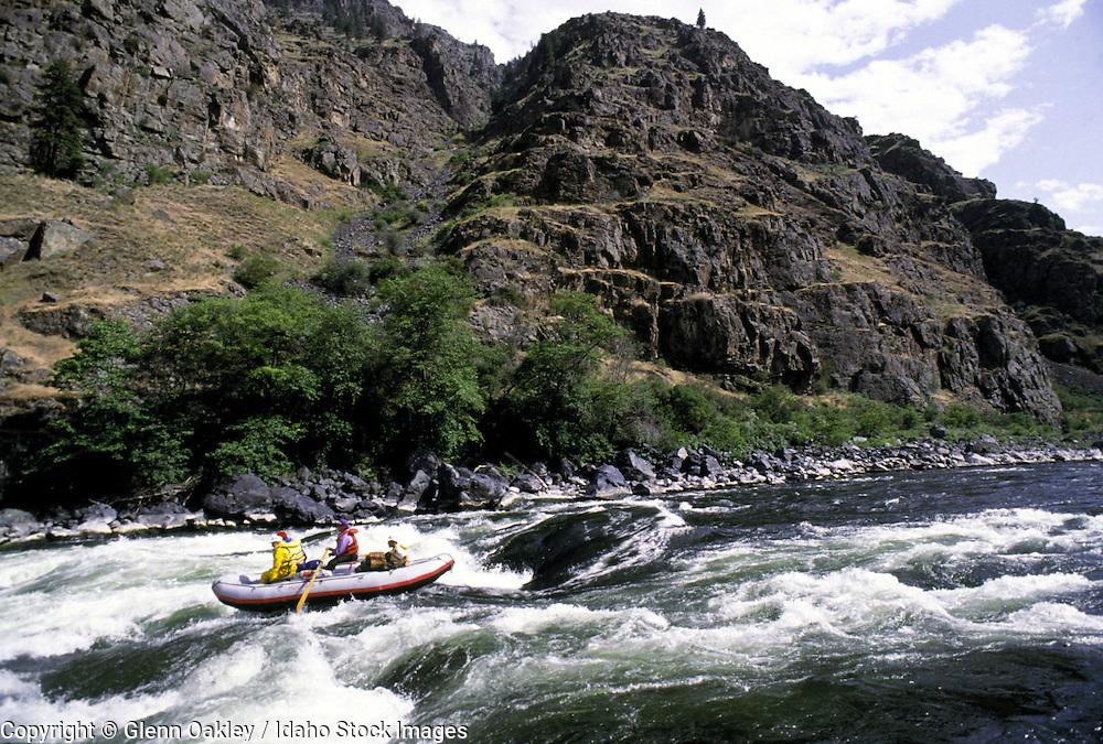 Raft running Granite Rapid, Hells Canyon, Snake River.
