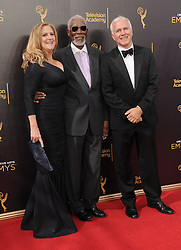Lori McCreary, Morgan Freeman, James Younger bei der Ankunft zur Verleihung der Creative Arts Emmy Awards in Los Angeles / 110916 <br /> <br /> *** Arrivals at the Creative Arts Emmy Awards in Los Angeles, September 11, 2016 ***