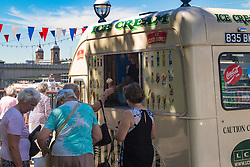 London, July 18th 2016. Ice creamm sellers enjoy brisk trade as Londoners and tourists on the Southbank enjoy 2016's hottest day so far.