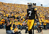 September 17, 2011: Iowa Hawkeyes wide receiver Marvin McNutt (7) during the first half of the game between the Iowa Hawkeyes and the Pittsburgh Panthers at Kinnick Stadium in Iowa City, Iowa on Saturday, September 17, 2011. Iowa defeated Pittsburgh 31-27.