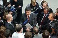 """10 DEC 2002, BERLIN/GERMANY:<br /> Sigmar Gabriel (L), SPD, Ministerpraesident Niedersachsen, umgeben von Journalisten, nach der Vorstellung seiner Buches """"Mehr Politik wagen"""", Haus der Bundespressekonferenz<br /> IMAGE: 20021210-01-022<br /> KEYWORDS: Ministerpräsident, Journalist"""