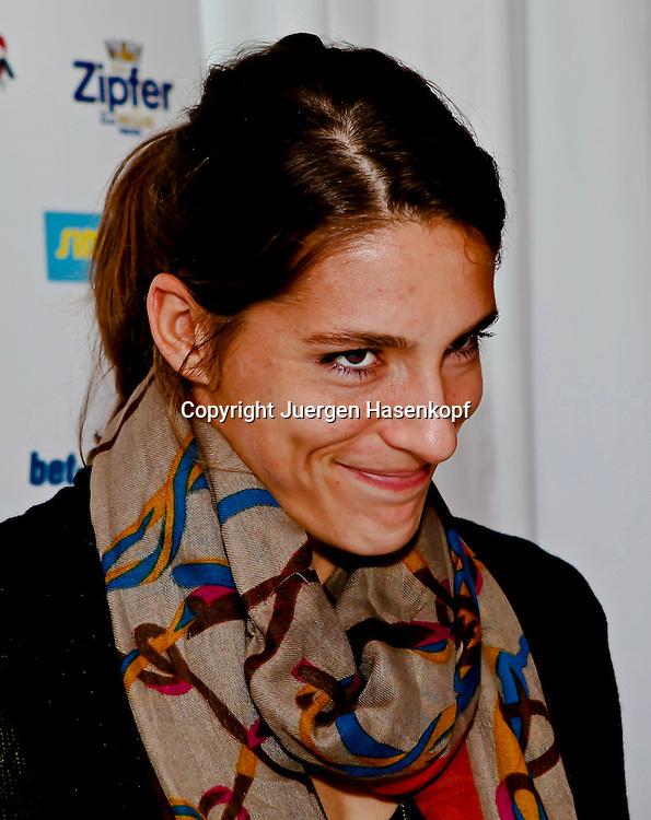 Generali Ladies Linz Open 2010,WTA Tour, Damen.Hallen Tennis Turnier in Linz, Oesterreich,.Andrea Petkovic (GER) macht ein freches Gesicht,Spass,Humor,.Pressekonferenz,Portrait,privat,