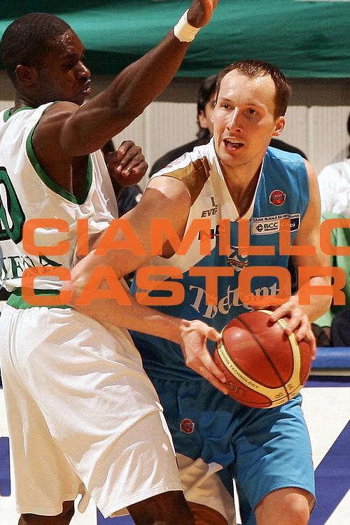 DESCRIZIONE : Siena Lega A1 2006-07 Montepaschi Siena Tisettanta Cantu <br /> GIOCATORE : Jones <br /> SQUADRA : Tisettanta Cantu <br /> EVENTO : Campionato Lega A1 2006-2007 <br /> GARA : Montepaschi Siena Tisettanta Cantu <br /> DATA : 29/03/2007 <br /> CATEGORIA : <br /> SPORT : Pallacanestro <br /> AUTORE : Agenzia Ciamillo-Castoria/P.Lazzeroni