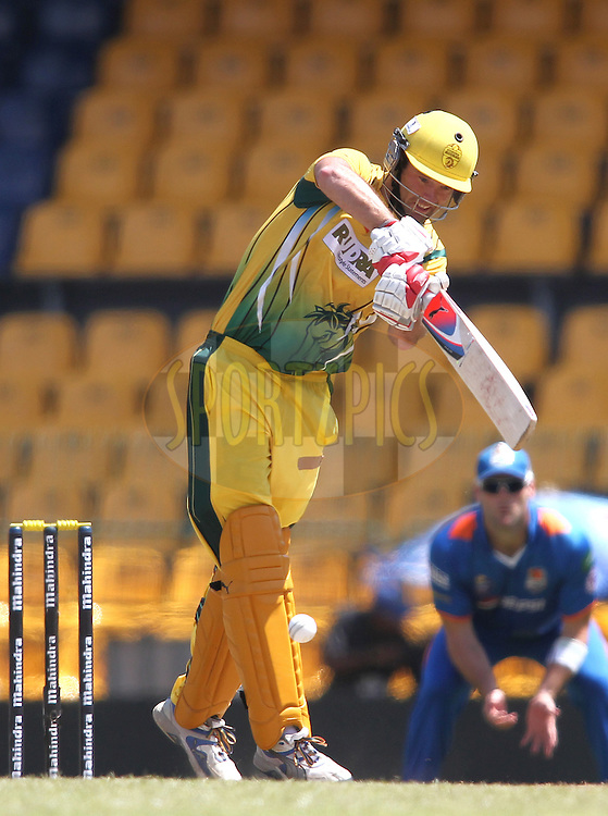 Rob Quiney of Uthura Rudras plays a delivery through the legside during match 19 of the Sri Lankan Premier League between Uthura Rudras and Nagenahiras held at the Premadasa Stadium in Colombo, Sri Lanka on the 26th August 2012. .Photo by Shaun Roy/SPORTZPICS/SLPL
