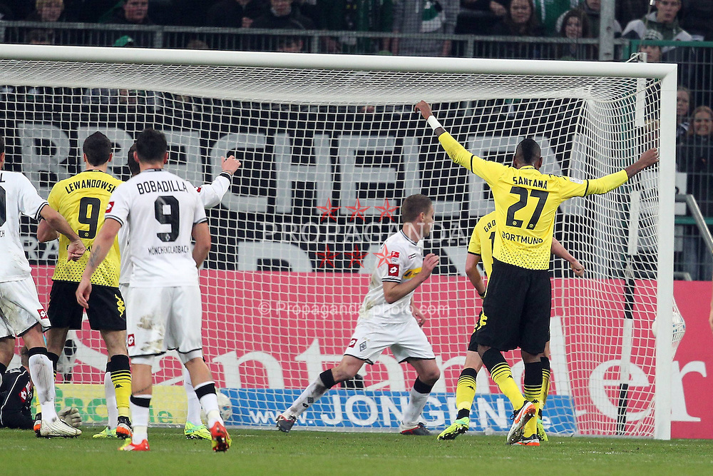 03.12.2011, BorussiaPark, Mönchengladbach, GER, 1.FBL, Borussia Mönchengladbach vs Borussia Dortmund, im BildTor zum 0:1 durch Robert Lewandowski (Dortmund #9) (L). Ball (R) im Tor. Felipe Santana (Dortmund #27) jubelt // during the 1.FBL, Borussia Mönchengladbach vs Borussia Dortmund on 2011/12/03, BorussiaPark, Mönchengladbach, Germany. EXPA Pictures © 2011, PhotoCredit: EXPA/ nph/ Mueller..***** ATTENTION - OUT OF GER, CRO *****