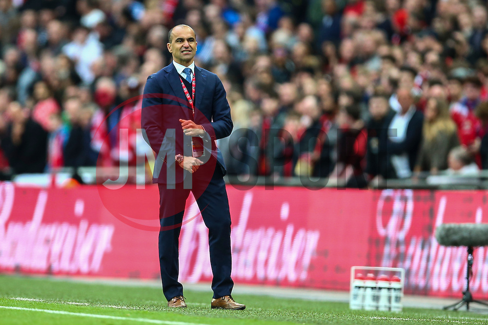 Everton Manager Roberto Martinez shows his frustration - Mandatory byline: Jason Brown/JMP - 07966386802 - 23/04/2016 - FOOTBALL - Wembley Stadium - London, England - Everton v Manchester United - The Emirates FA Cup