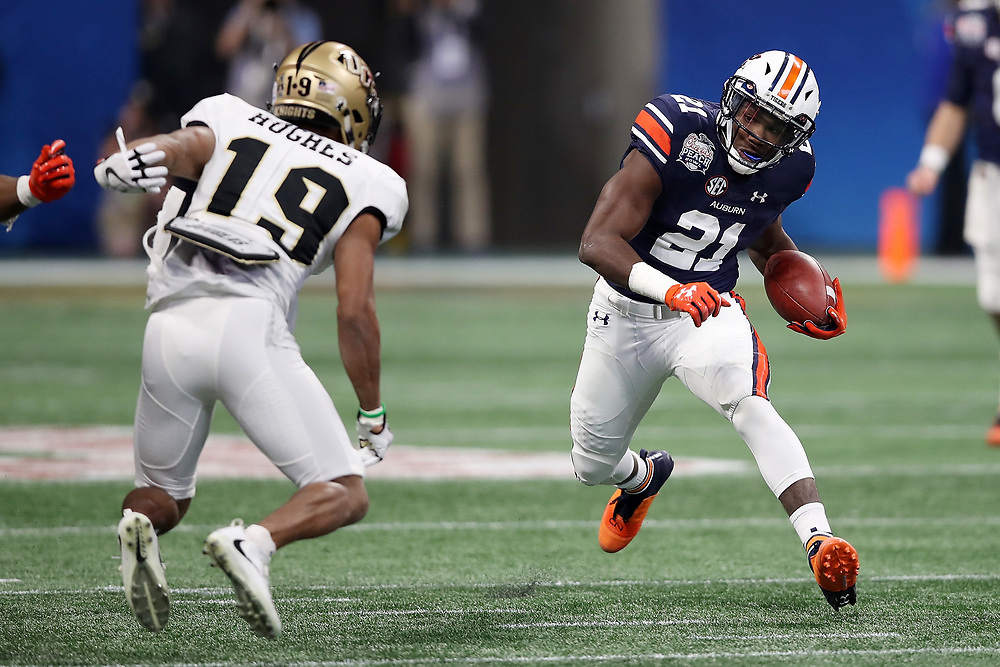 Auburn Tigers running back Kerryon Johnson (21) runs the ball during the 2018 Chick-fil-A Peach Bowl NCAA football game against the UCF Knights on Monday, January 1, 2018 in Atlanta. (Jason Parkhurst / Abell Images for the Chick-fil-A Peach Bowl)